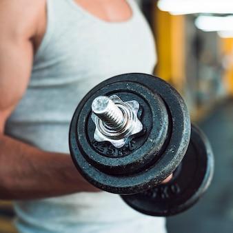 Close-up, de, um, mão homem, fazendo, exercício, com, dumbbells