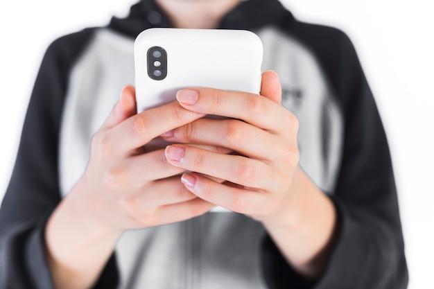 Close-up, de, um, mão mulher, segurando, telefone móvel