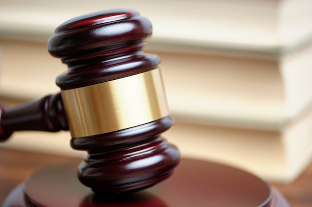 Close-up de um martelo de juiz