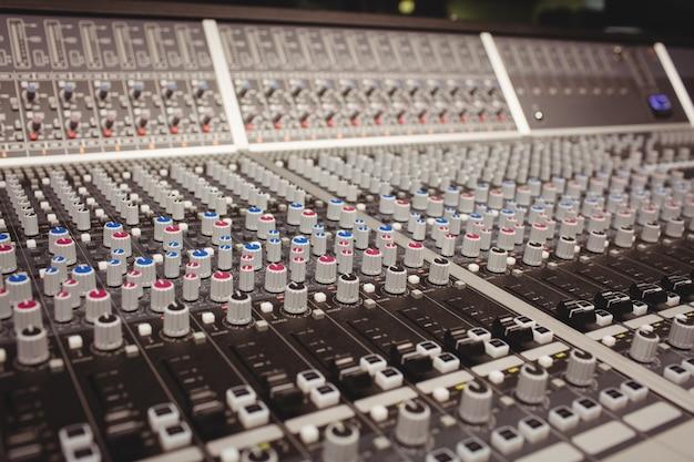 Close-up de um mixer de som