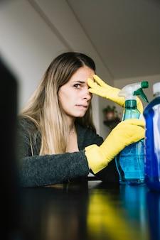 Close-up, de, um, mulher, com, garrafa spray