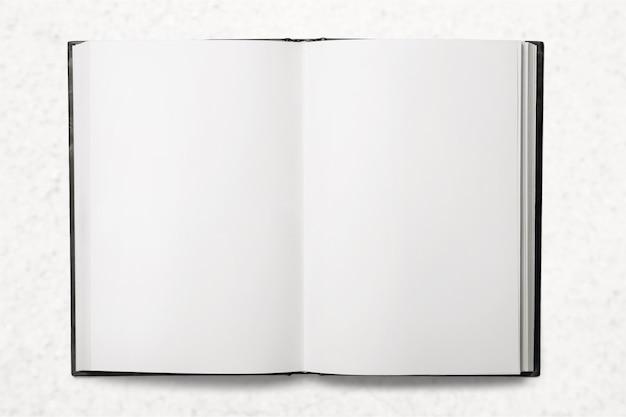 Close up de um papel branco dobrado em branco no fundo