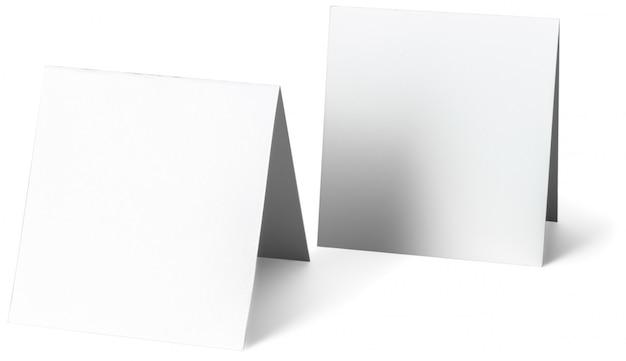 Close-up de um papel de nota branco sobre fundo branco