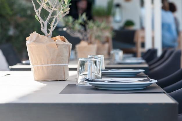 Close up de um restaurante na ilha de santorini