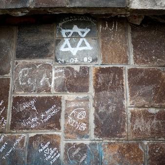 Close-up, de, um, vandalized, parede pedra, el panecillo, colina, quito, equador