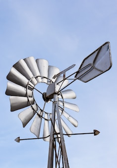 Close-up de um vento de vento e céu azul.