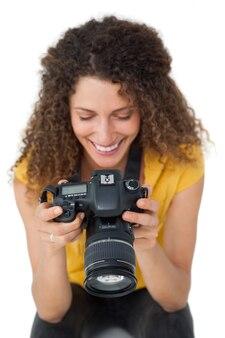 Close-up de uma fotógrafa