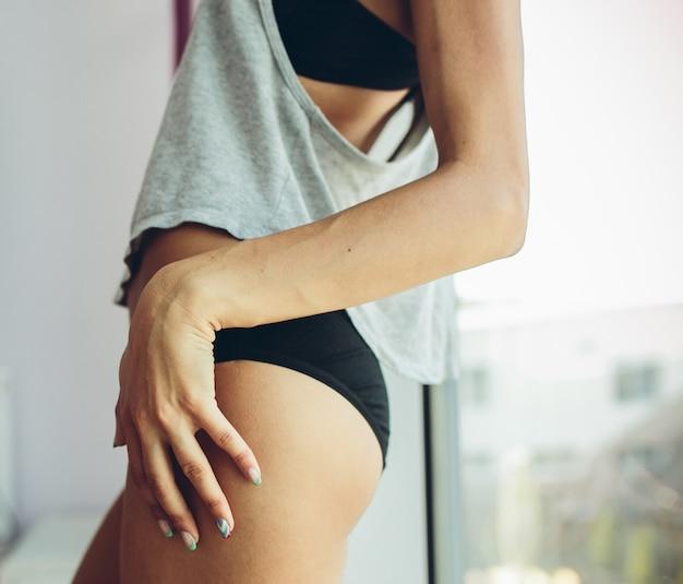 Close-up de uma mulher atraente em lingerie