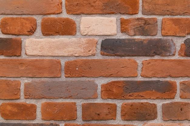Close-up de uma parede de tijolos de cerâmica avermelhada