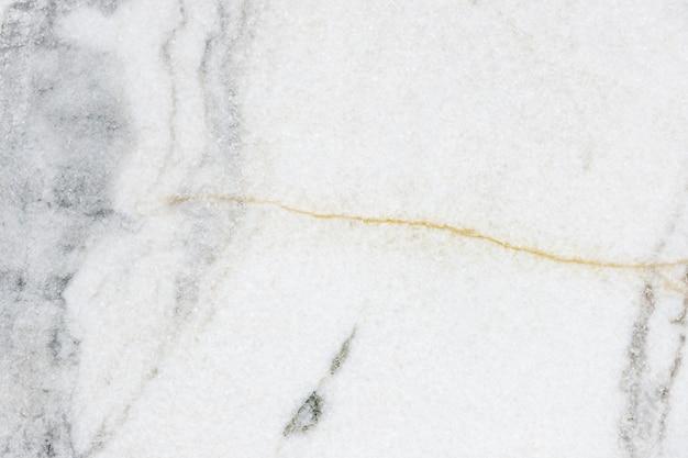 Close-up de uma parede texturizada de mármore branco