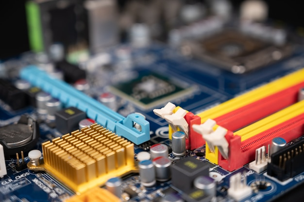 Close-up de uma placa-mãe do computador, conceito da indústria de computadores.