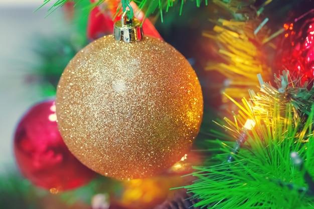 Close up decorado da árvore de natal.