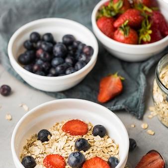 Close-up delicioso café da manhã com cereais