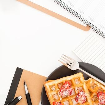 Close-up deliciosos waffles no café da manhã