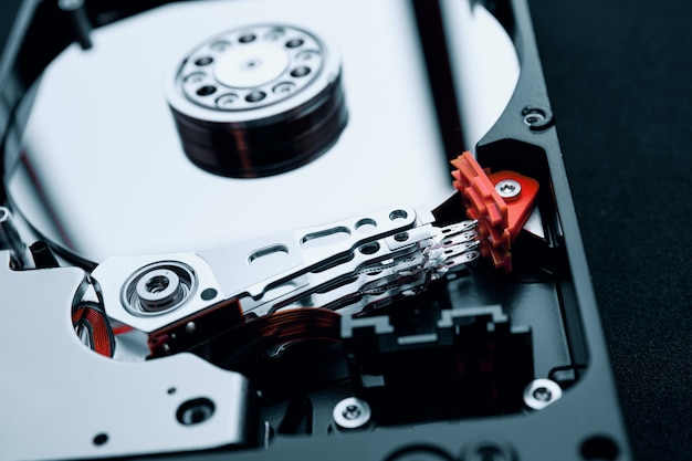 Close-up, dentro, montagem, unidade disco rígido, braço, e, platters