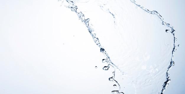 Close-up dinâmico líquido transparente com espaço de cópia