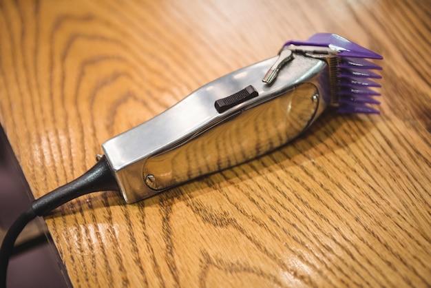 Close-up do aparador elétrico na penteadeira