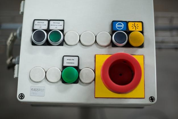 Close-up do botão de controle de emergência