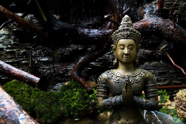 Close up do budismo antigo para estátuas ou modelos do retrato de buda