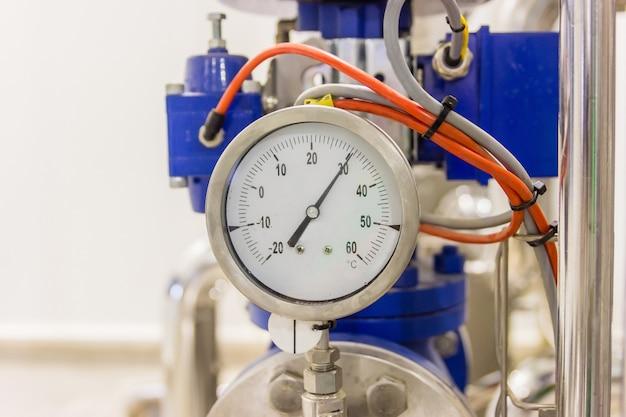 Close up do calibre de pressão, calibre de pressão para a condição do monitor. tubos e válvulas