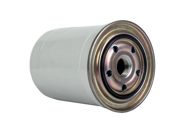 Close up do filtro de combustível do motor do carro isolado no fundo branco