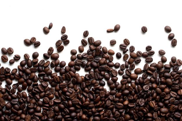 Close-up do grão de café isolado no fundo branco