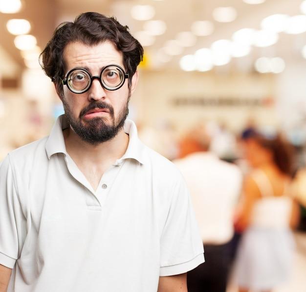 Close-up do homem triste com barba
