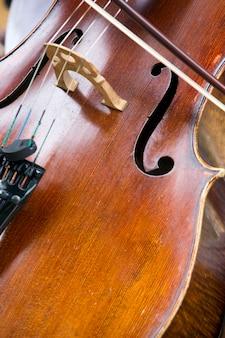 Close-up do instrumento violoncelo
