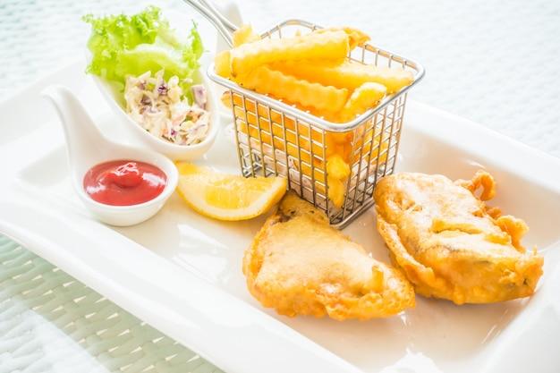 Close-up do jantar saboroso com bacalhau