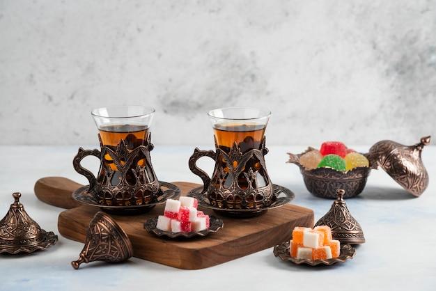 Close up do jogo de chá turco