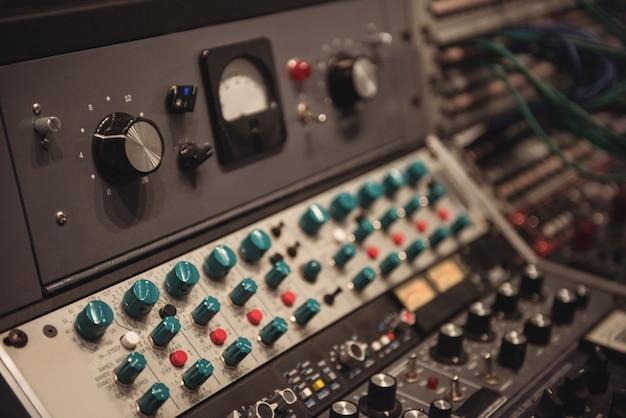 Close-up do mixer de som