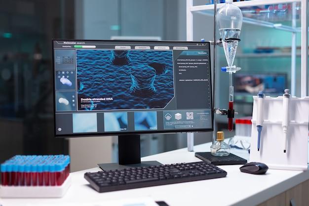 Close-up do monitor com ilustração científica de dna