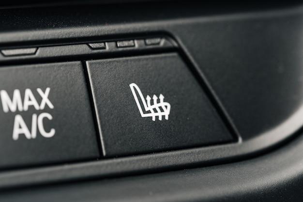 Close-up do painel de botões do carro no painel