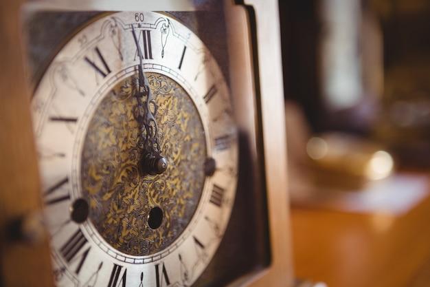 Close-up do relógio redondo