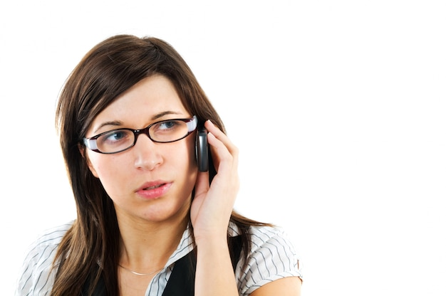 Close-up do trabalhador com óculos de falar ao telefone