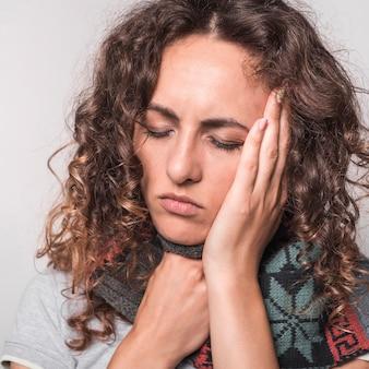 Close-up, doente, mulher, tendo, resfriado, gripe