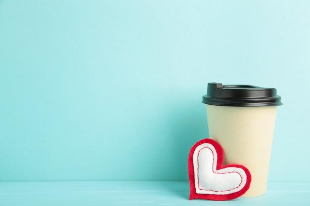 Close-up em copo de papel de café isolado