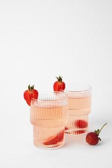 Close-up em coquetéis de alimentos em copo alto