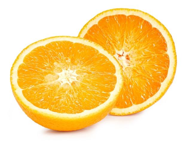 Close-up em frutas maduras de laranja meio isoladas