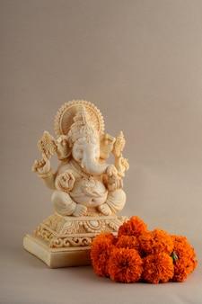 Close-up em hindu god ganesha idol