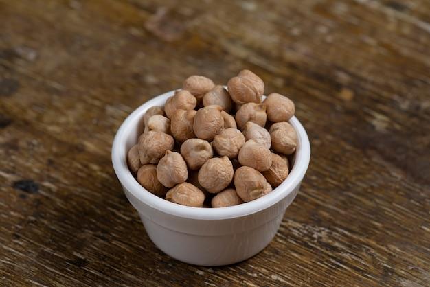 Close-up em potes com grãos de feijão