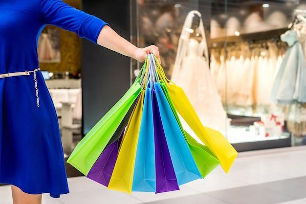 Close-up em sacolas de papel de compras coloridas