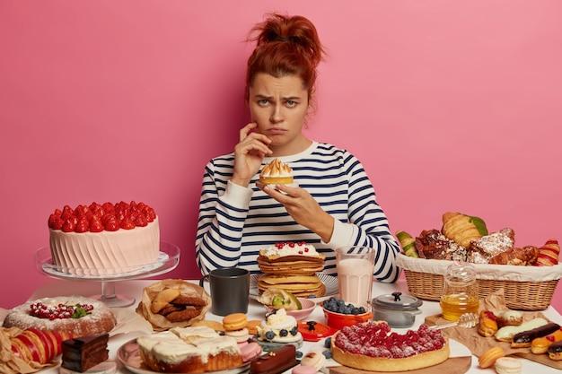 Close-up em uma mulher tendo uma refeição doce saudável