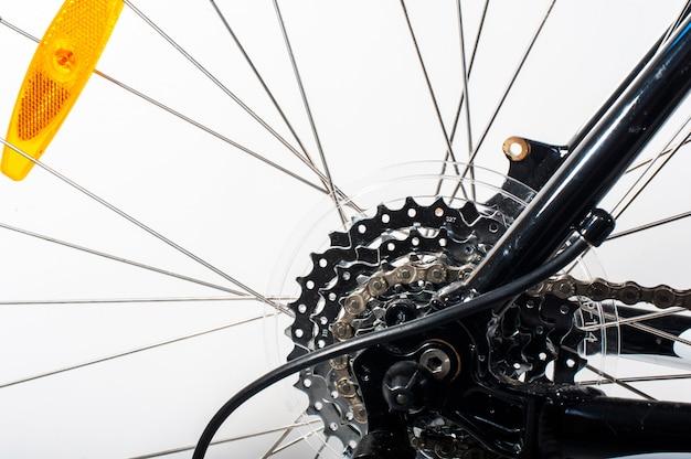 Close-up em uma roda traseira de bicicleta