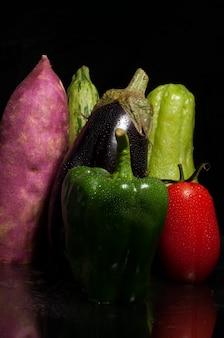 Close-up em vegetais gotas de água.