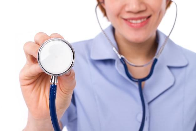 Close-up enfermeira feminina de uniforme