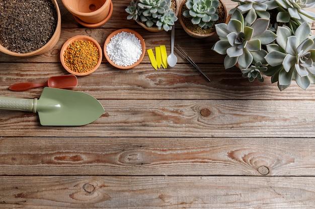 Close-up equipamento agrícola na mesa de madeira.