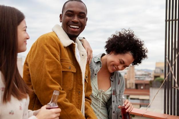 Close-up estilo de vida de pessoas felizes