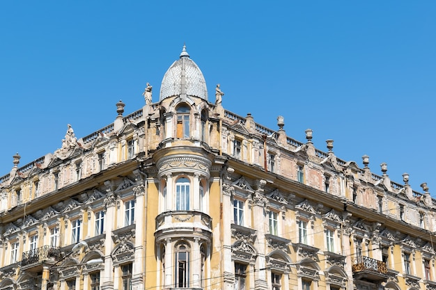 Close-up fachada do prédio de arquitetura antiga.