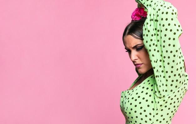 Close-up, flamenca, dançarino, olhando baixo
